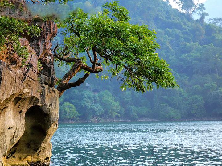 Hồ Ba Bể - Bắc Kạn.